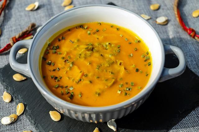 Suppe und Eierspeise